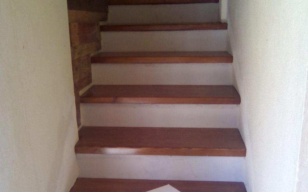 Ξύλινη εσωτερική σκάλα