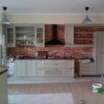 ανακαίνιση κουζινας με τουβλα τσαλαπάτα